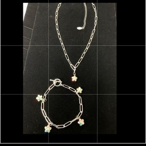 Gold tone bracelet and necklace set new